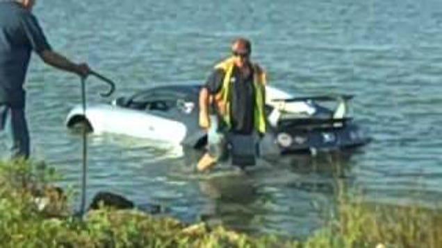 1 6 million bugatti veyron crashes into texas lake. Black Bedroom Furniture Sets. Home Design Ideas