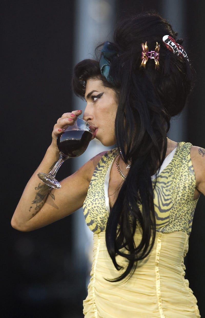 Illustration for article titled Amy Winehouse Booed Off Stage During Her 10th Consecutive Comeback Tour