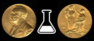 Illustration for article titled Tomas Lindahl, Paul Modrich yAziz Sancarganan el premio Nobel de Química 2015
