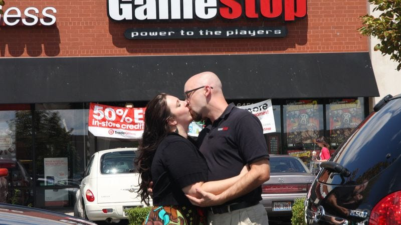 Illustration for article titled 6th-Grade Teacher Seen Making Out With GameStop Dude
