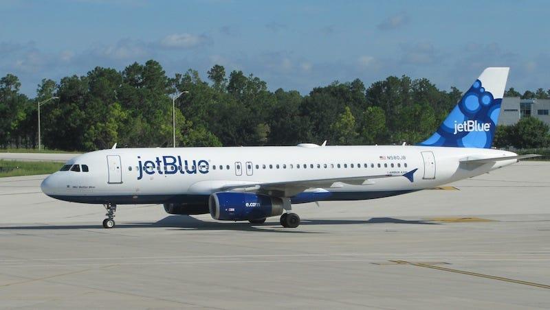 Illustration for article titled La compañía aérea JetBlue ofrecerá WiFi gratis en todos sus aviones para 2016