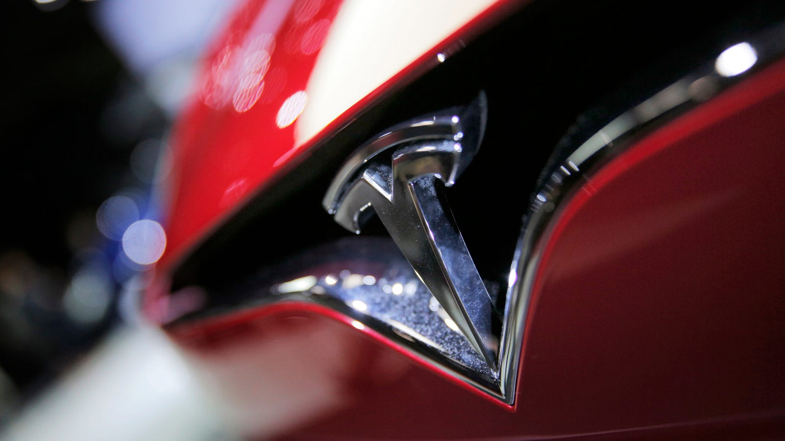 Two More High-Ranking Tesla Employees Are Out Following Model 3 Production Issues