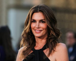 Illustration for article titled Unretouched Photo of Cindy Crawford Circulates Online