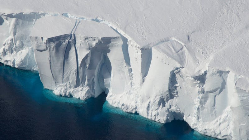 Illustration for article titled Scientists Propose Pumping 74 Trillion Tons of Artificial Snow Onto to the West Antarctic Ice Sheet to Stop Its Collapse