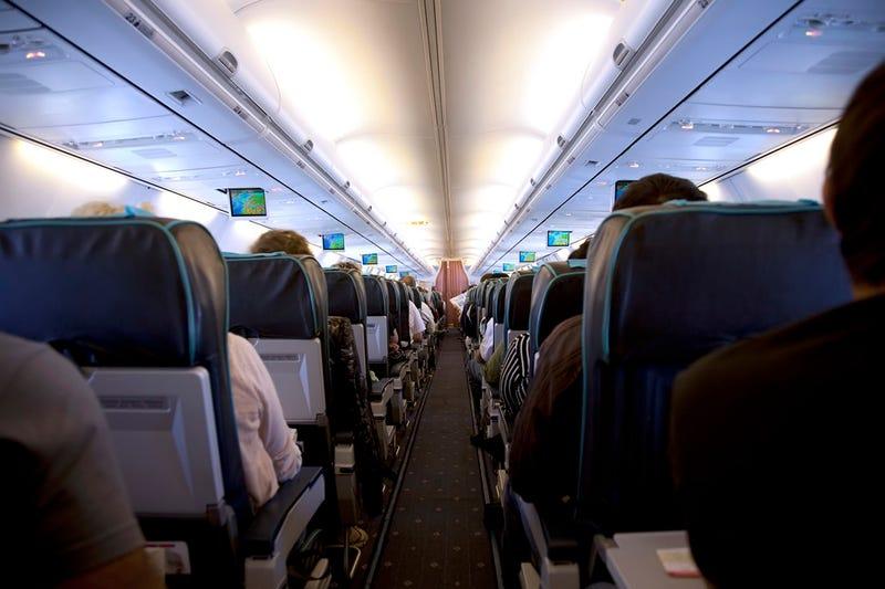 Illustration for article titled Tres de cada diez pasajeros no apaga el móvil en el avión