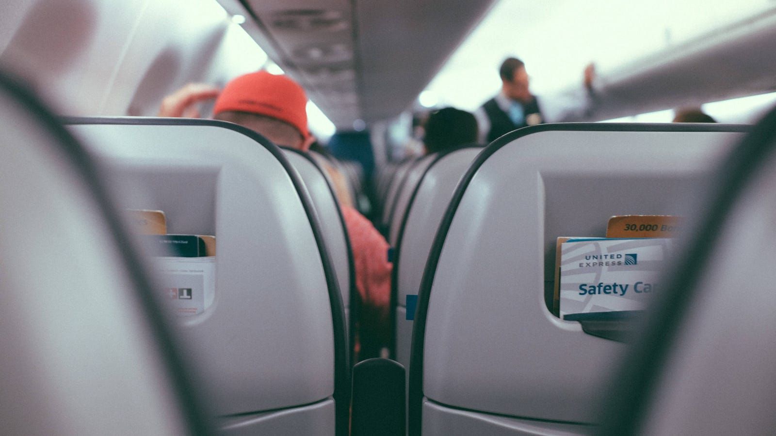 Before You Recline Your Airplane Seat, Check the Person Behind You