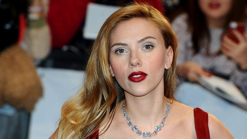 Illustration for article titled There Are 10 Pictures Of Scarlett Johansson In This List, But A True Gentleman Would Only Look At 3 Or 4