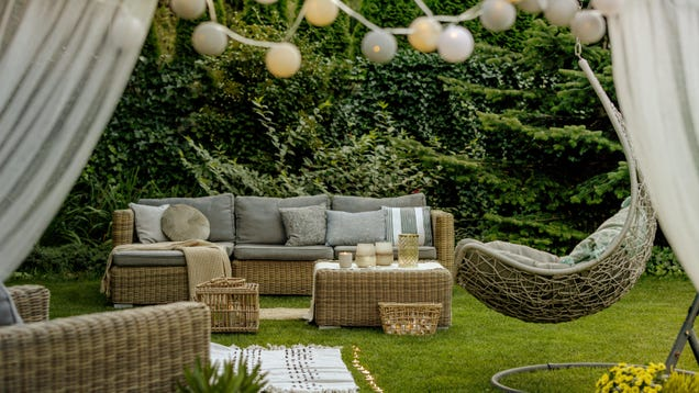 How to Decorate Your Outdoor Space to Start Entertaining Again