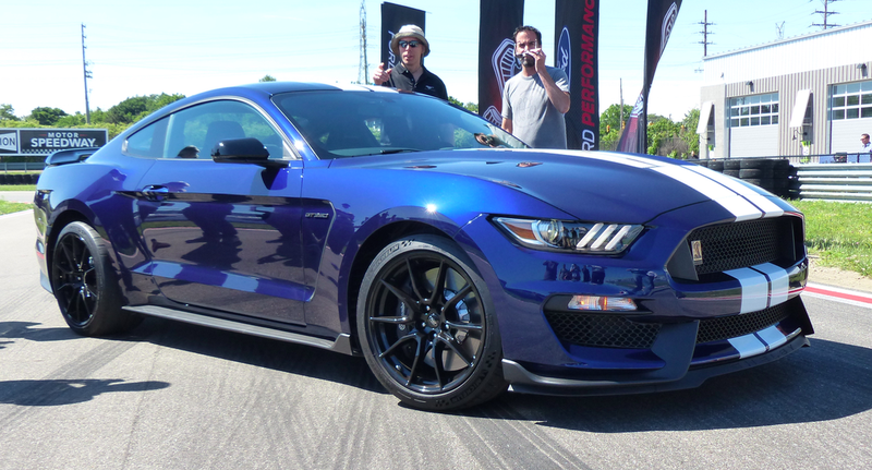 The 2019 Ford Mustang Shelby Gt350 Is Being Shown Off Today At M1 Concourse Racetrack In Pontiac Michigan While It S A Lot Like Outgoing Model