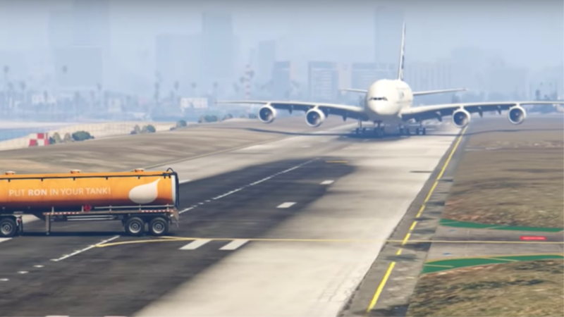 Un político de Pakistán elogia el vídeo de un piloto de avión evitando un desastre. Era una escena de GTA V