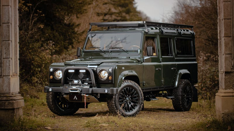 Illustration for article titled This Wild Land Rover Defender Restomod Will Carry the Rich Through the Apocalypse