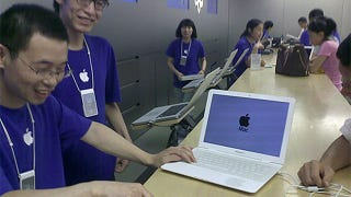 Illustration for article titled Real Apple Store Fixes Fake MacBook Air