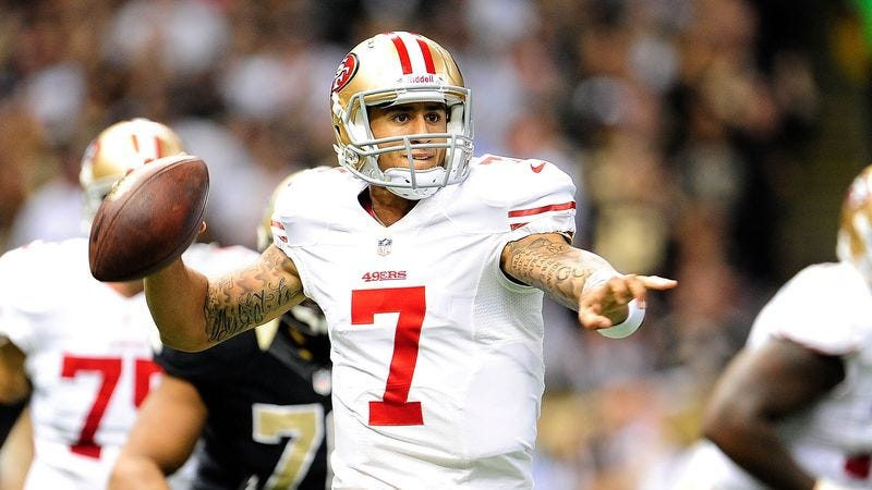 Illustration for article titled Colin Kaepernick Admits He Learned Nothing From Watching Alex Smith Play Quarterback