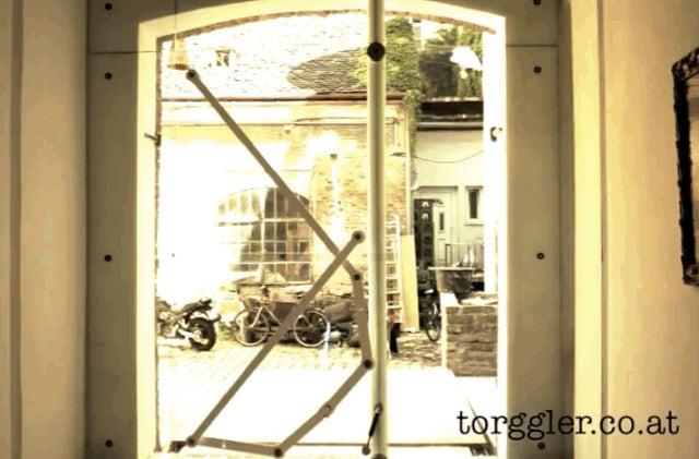 & I canu0027t stop watching this door open u0026 close