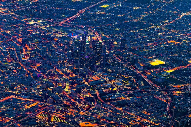 Illustration for article titled Spectacular aerial photos of Los Angeles shows it like you never seen it