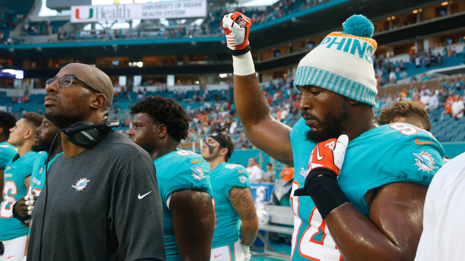 Broward County Police Union urges members to boycott Miami Dolphins games over anthems protests