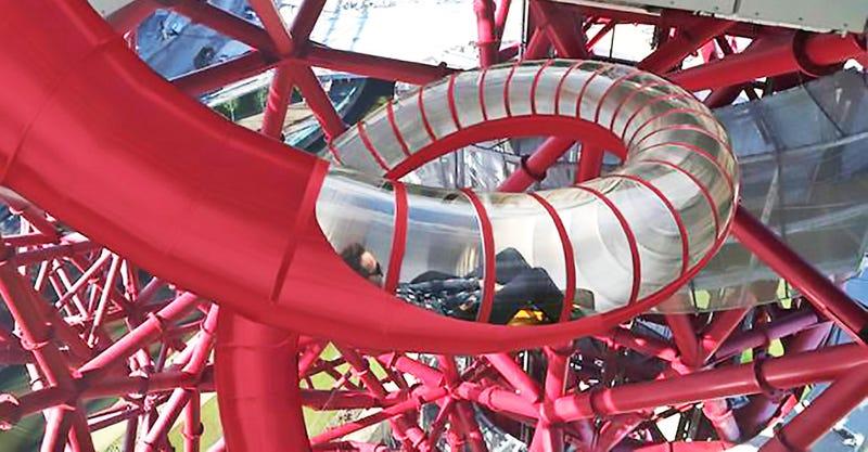 178 metros y 40 segundos de vértigo: así es el mayor tobogán del mundo