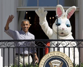 Illustration for article titled White House Easter: Obama Tells Screaming Kids 'Bees Are Good'