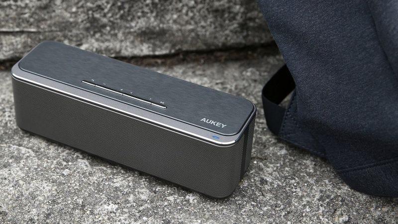 Altavoz Bluetooth 16W Aukey   $26   Amazon   Usa el código KINJABS1
