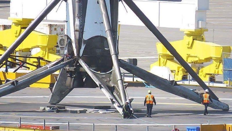 Illustration for article titled Los aterrizajes de SpaceX son más impresionantes cuando te das cuenta del tamaño de los cohetes