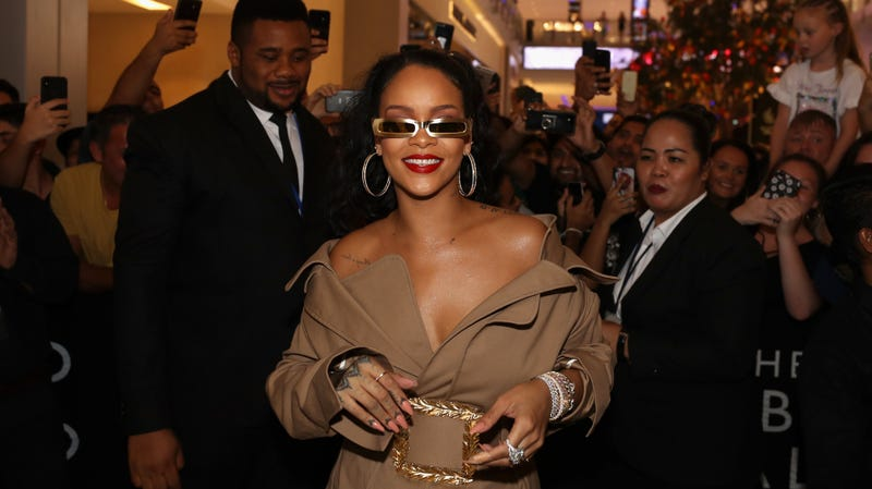 Rihanna arrives  at Sephora Dubai Mall on September 29, 2018 in Dubai, United Arab Emirates.