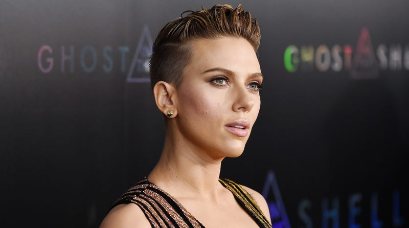 Illustration for article titled Scarlett Johansson flippantly dismisses critics of her casting as a trans man