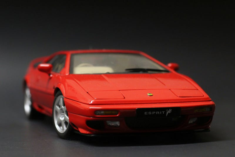 Illustration for article titled AutoArt Lotus Esprit V8 in 1:18 scale