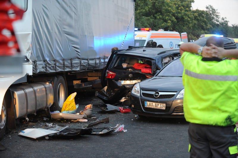 Illustration for article titled Tömegbaleset: Három halott és harminchárom sérült az M5-ösön