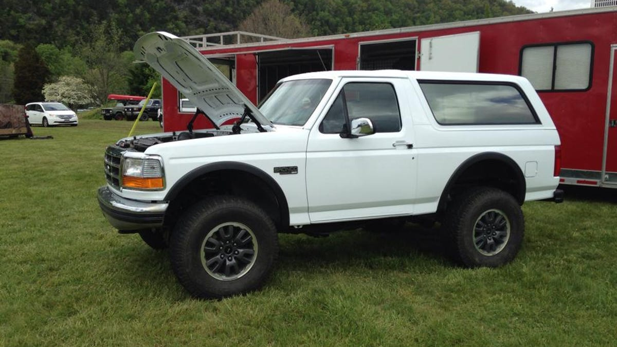 This 400 hp ford bronco on a raptor frame is a work of mad genius