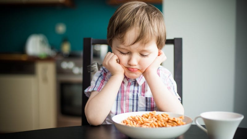Illustration for article titled Making Your Kid Clean Their Plate Might Give Them An Eating Disorder
