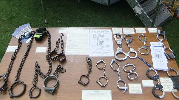 Handcuffs  History and evolution