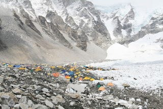 Illustration for article titled Climbers, please stop throwing your trash all over Mount Everest