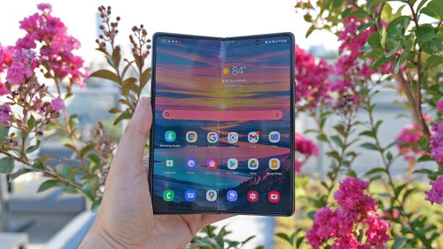 Life With a Foldable Phone Is a Game-Changer With One Terrible Downside
