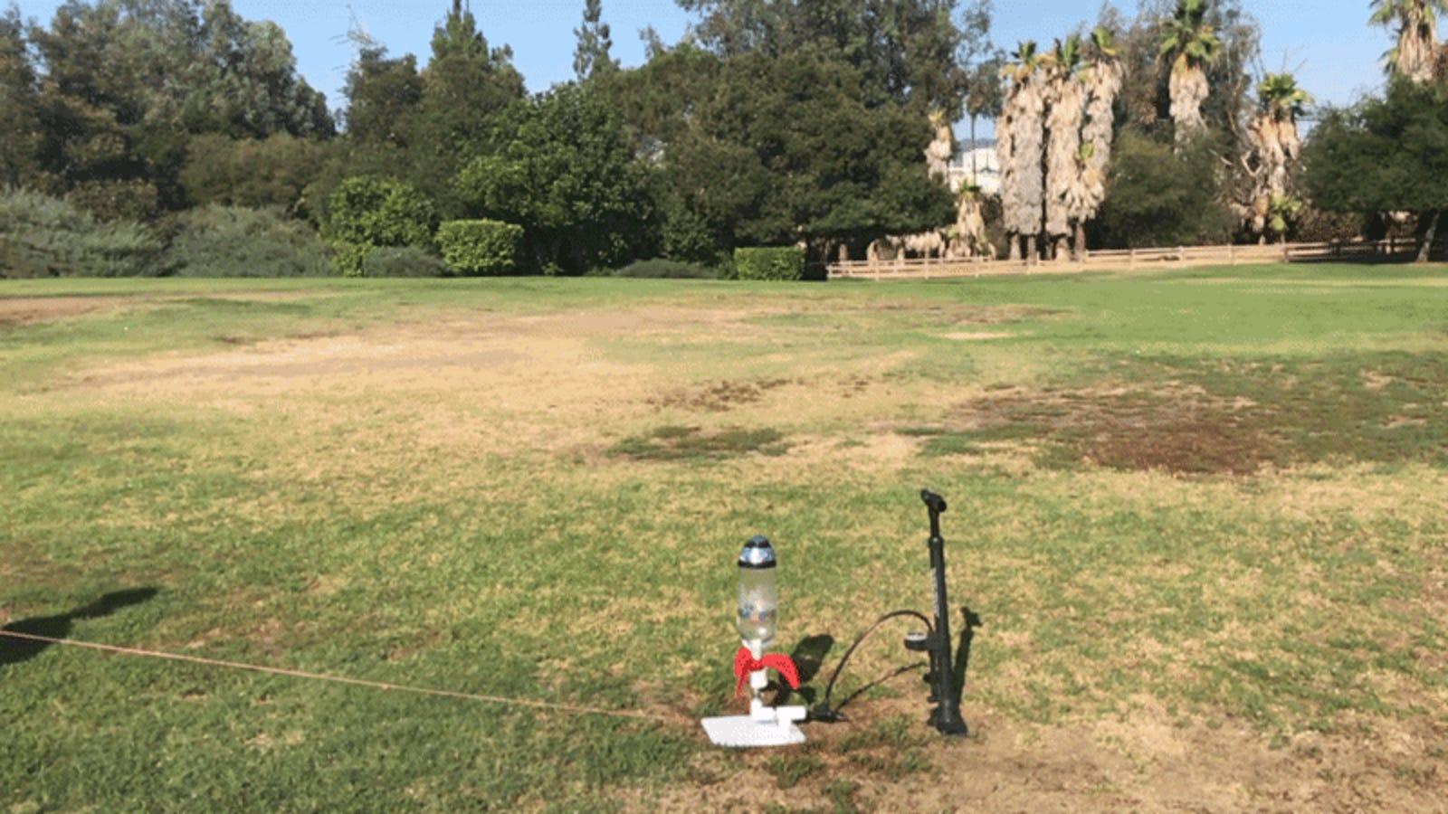 Cómo fabricar un cohete de agua con tu hijo