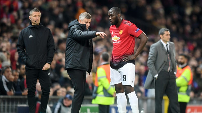 Illustration for article titled Report: Manchester United Manager Reamed Out Romelu Lukaku For Exposing That Luke Shaw Is Slow