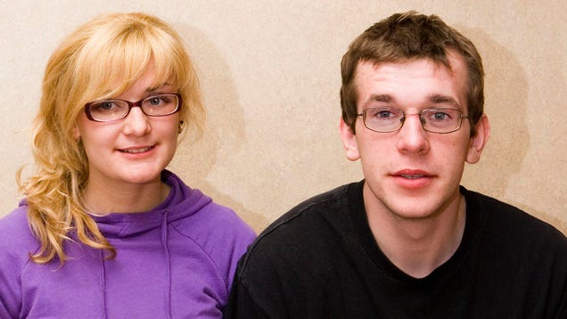 Couple Decide They're Better Off As Siblings