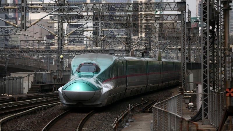 Uno de los trenes de la red de alta velocidad (Shinkansen) en Japón.