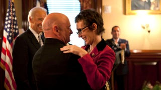 Illustration for article titled Gabrielle Giffords Was All Smiles At Husband's Retirement Ceremony