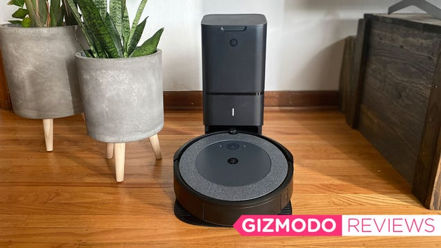 The Roomba i3+ Brilliantly Tamed My Pet Hair-Covered Home