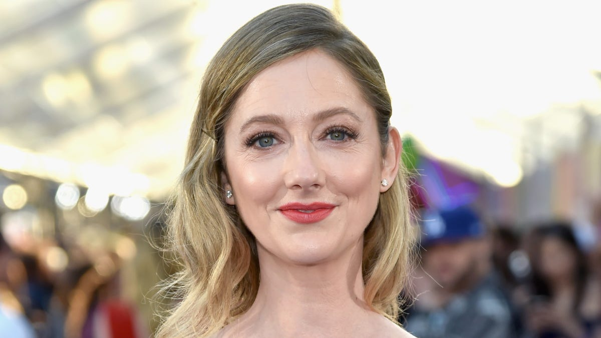 judy greer may play jamie lee curtis' daughter in the new halloween