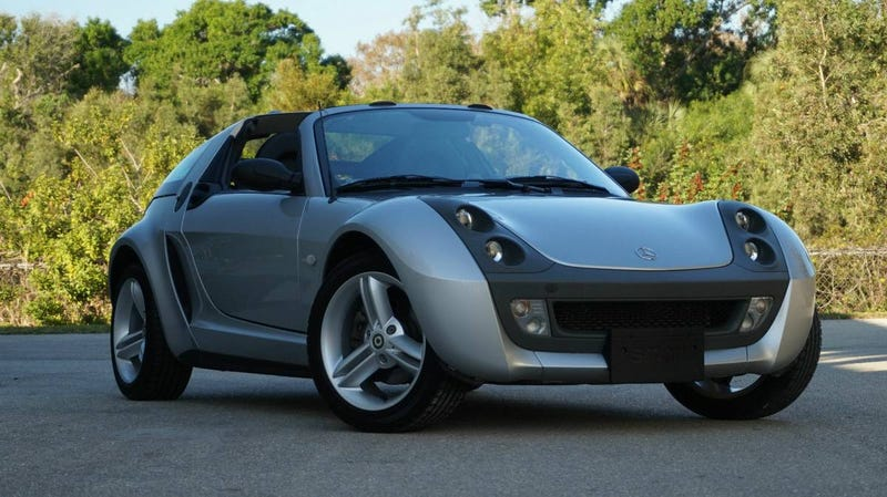 Illustration for article titled For $26,900, Would You Be Stupid To Pass Up This 2004 Smart Roadster Coupé?