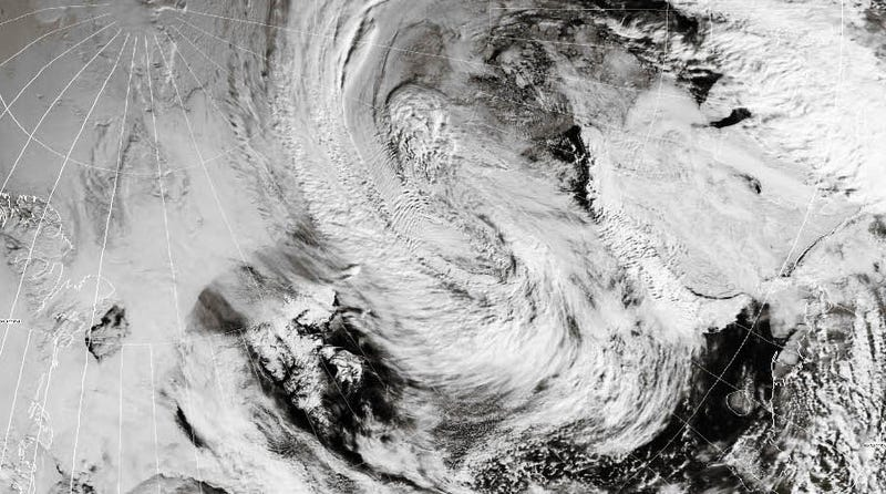 Illustration for article titled A New Arctic Cyclone Could Be Among the Most Powerful On Record [Update: It Is]