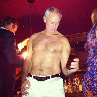 Illustration for article titled Deadspin I-Team: Ron MacLean's Shirtless Beer Guitar