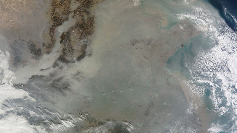 Illustration for article titled Astonishing satellite image shows China covered with pollution