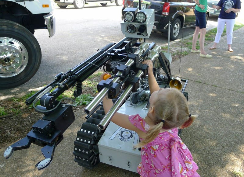 Illustration for article titled Daily Dose Of Cute: Little Girl Tries To Hug Bomb Disposal Robot