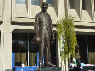 Illustration for article titled This Week in Time Capsules: Nikola Tesla Statue Rises in Silicon Valley
