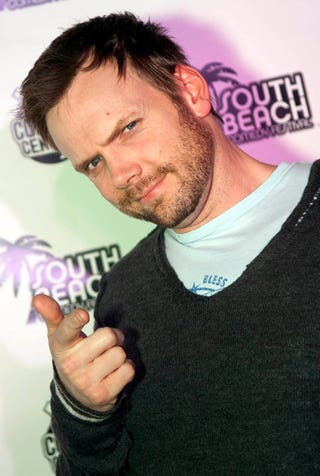 Illustration for article titled It's Joel McHale Pic Time!