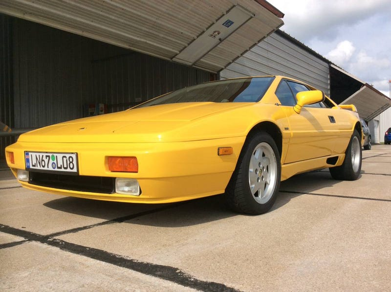 Illustration for article titled At $23,500, Is This 1989 Lotus Esprit Turbo 'The One' to Buy?