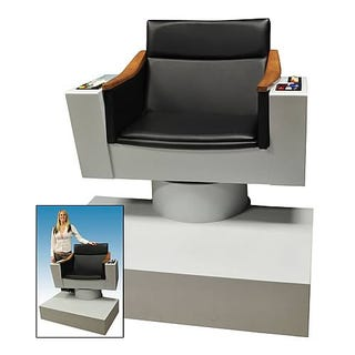 Illustration for article titled Face Adventure Sitting Down in Kirk's Captain Chair Replica