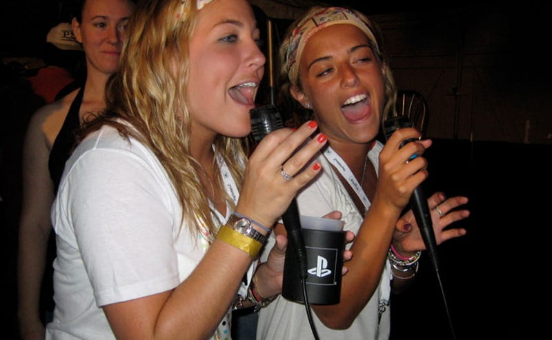 Illustration for article titled Top-Selling SingStar Charts Paint A Picture